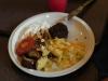 Bifteki mit Krautsalat, Tzaziki und Kartoffelauflauf.