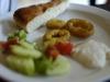 Griechischer Bauernsalat (Choriàtiki à la Birke) mit Fladenbrot und Kalamaris.