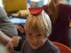 Jorden hat einen Hut auf dem Kopf. Till hatte es ihm gebaut.