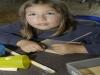 Kathrin macht schon einaml die ersten Versuche in der Wachstafel zu schreiben.
